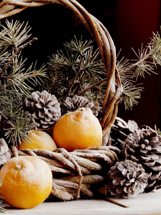 Украшение рождества с ветвями ели стоковая фотография