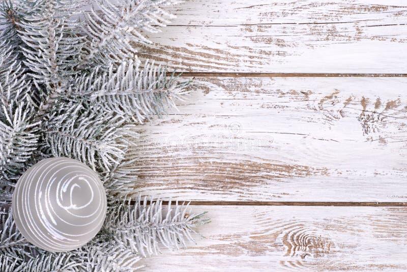 Украшение рождества с елью и снегом стоковые изображения