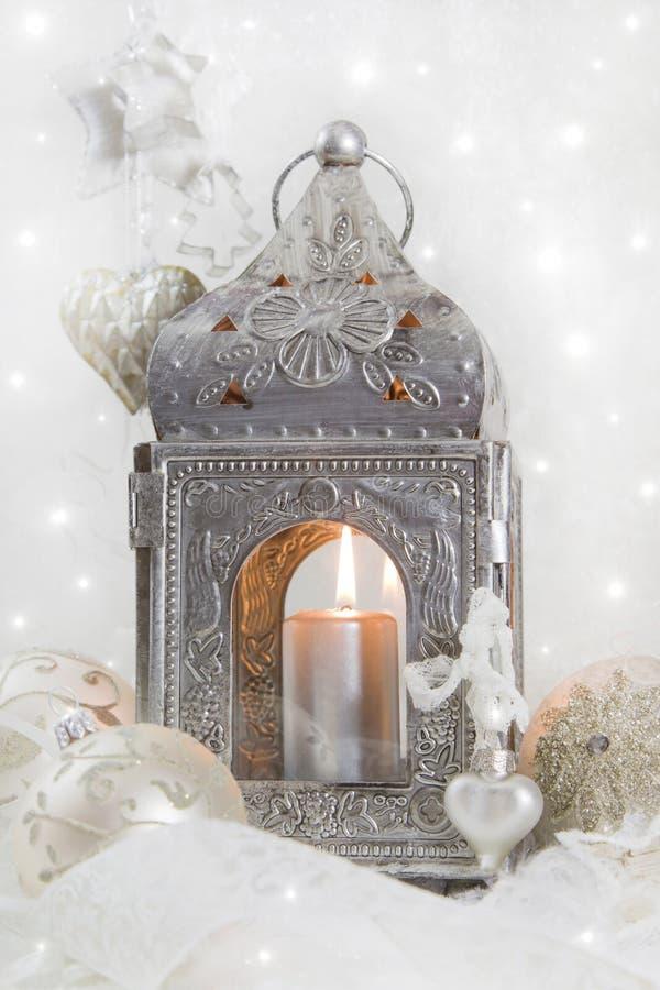 Украшение рождества с latern в белизне и серебр для chr стоковая фотография rf