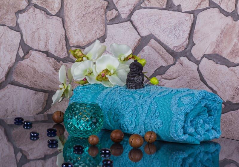 Украшение салона курорта в голубых цветах с малым Буддой стоковые фотографии rf