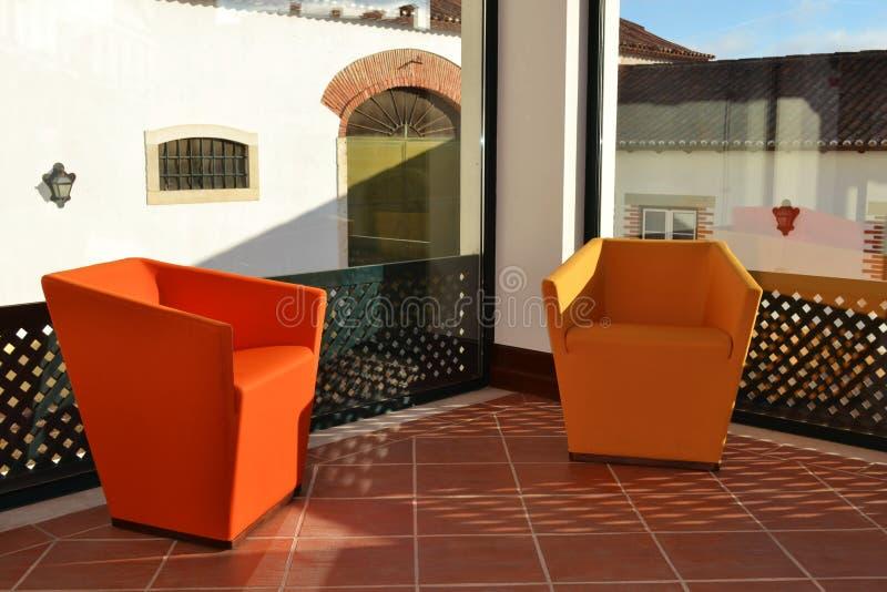 Украшение софы кресла в зоне воссоздания стоковое изображение