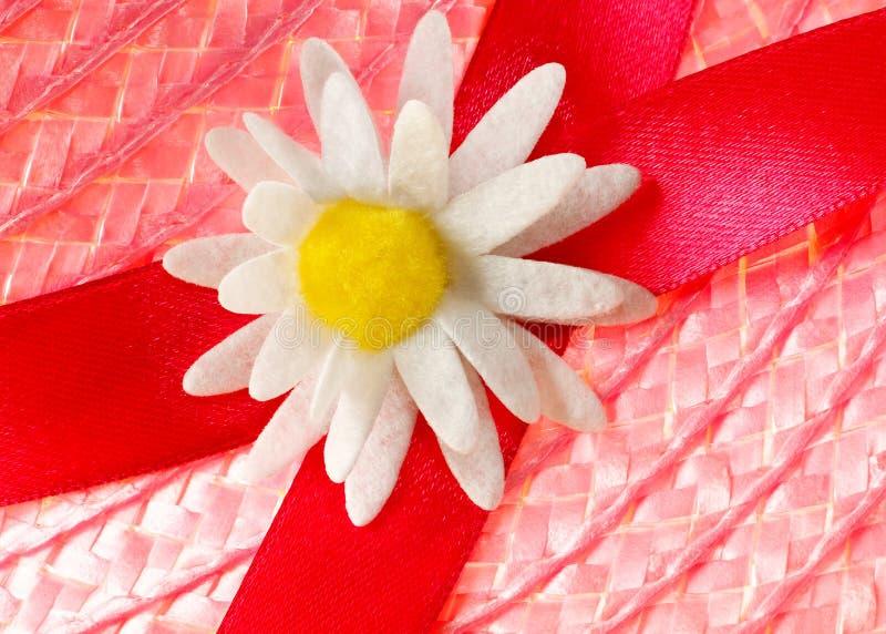 Download украшение соломенной шляпы стоковое изображение. изображение насчитывающей цветок - 40585633