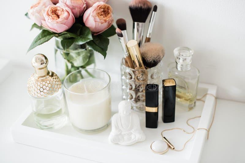 Украшение таблицы шлихты Ladys с цветками, красивые детали, стоковое фото rf