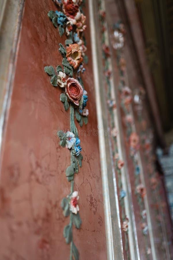 Украшение цветка стены королевского дворца - природа фрески красочная стоковая фотография rf