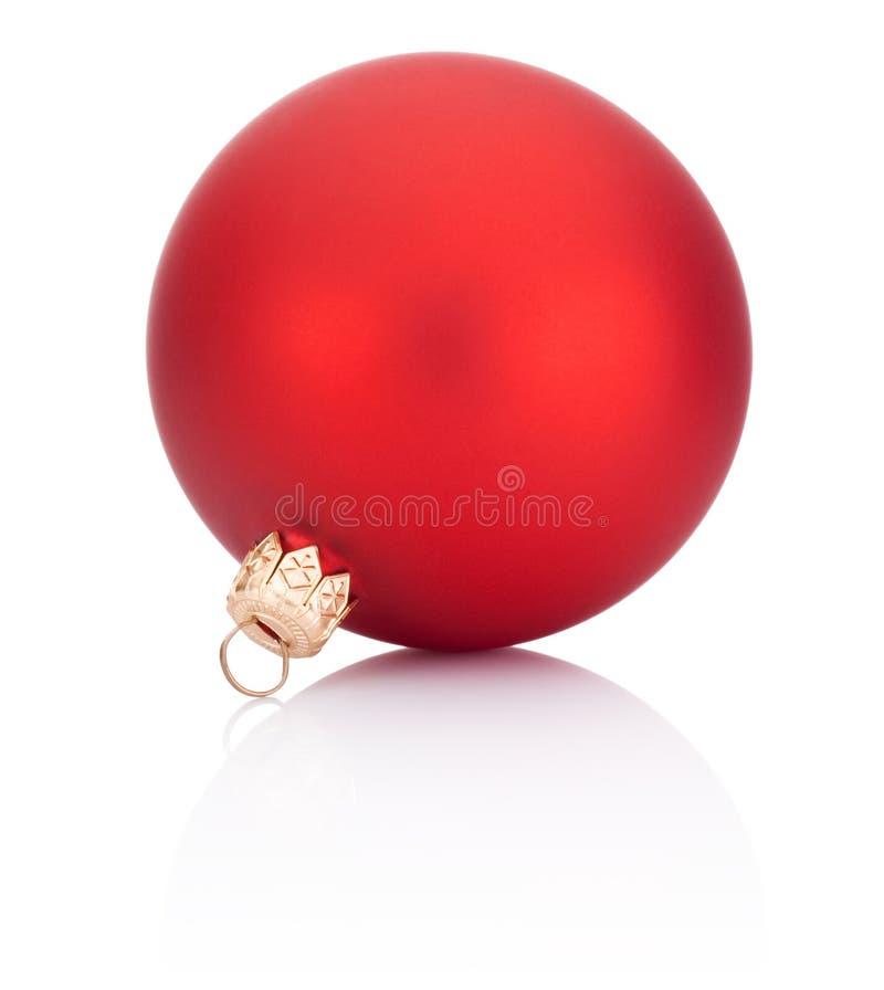 Украшение шарика рождества красное изолированное на белой предпосылке стоковое изображение