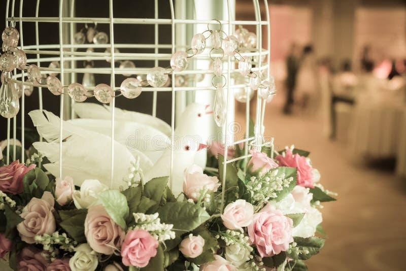 Украшение Birdcage на приеме по случаю бракосочетания стоковая фотография rf