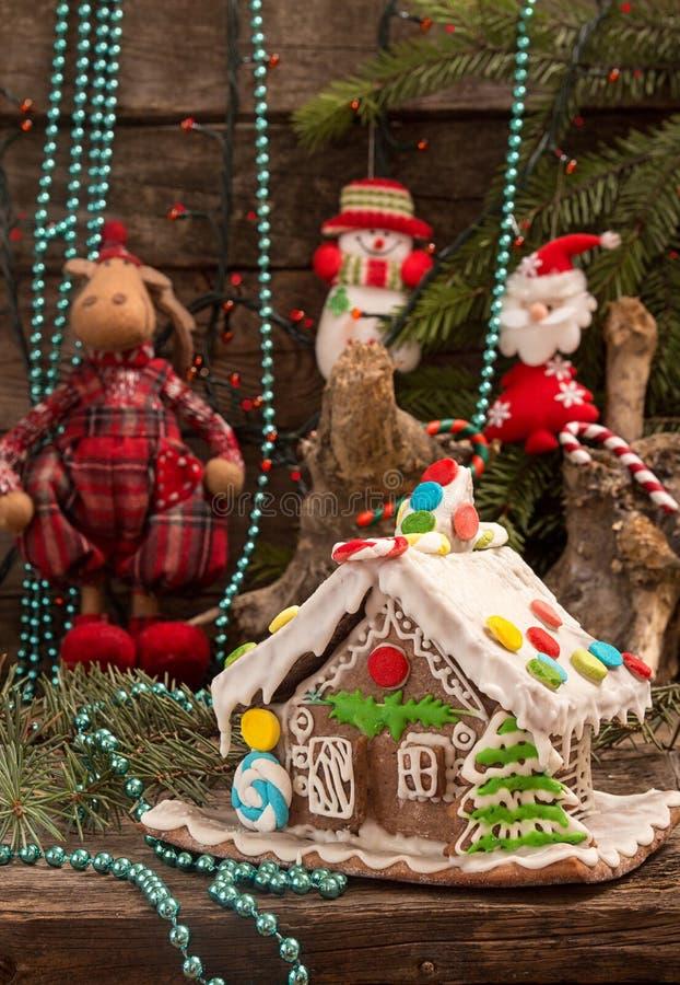 Украшения дома и праздника пряника рождества на старом woode стоковая фотография rf