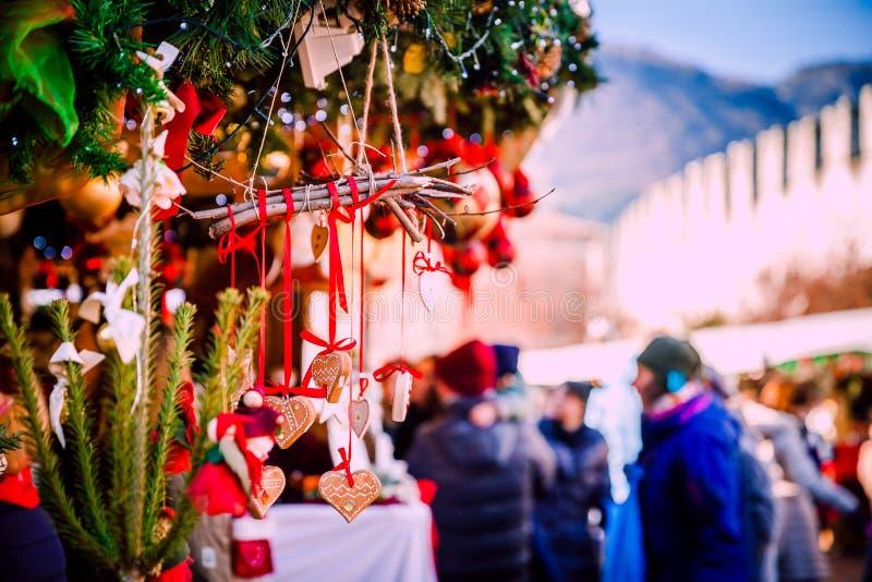 Украшения рождества на альте рождественская ярмарка Адидже Trentino, Италии стоковые изображения