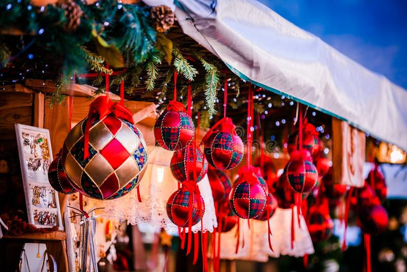 Украшения рождества на альте рождественская ярмарка Адидже Trentino, Италии стоковая фотография rf