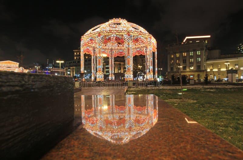 Украшения рождества около театра Bolshoy в Москве к ноча на рождестве приправляют стоковое изображение