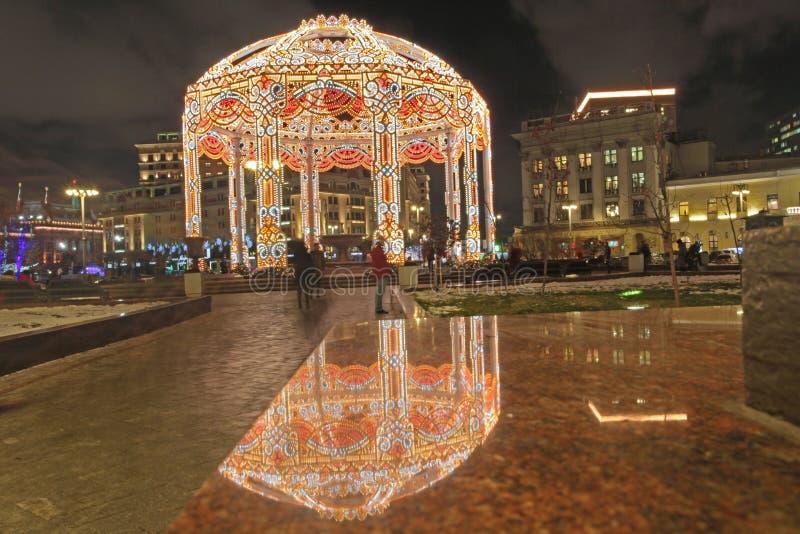Украшения рождества около театра Bolshoy в Москве к ноча на рождестве приправляют стоковые изображения