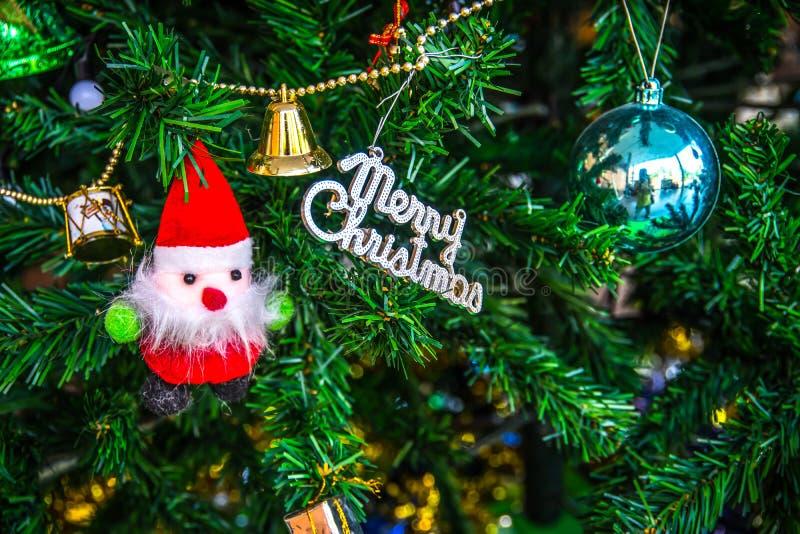 Украшения рождества, Санта Клаус на рождественской елке стоковое фото