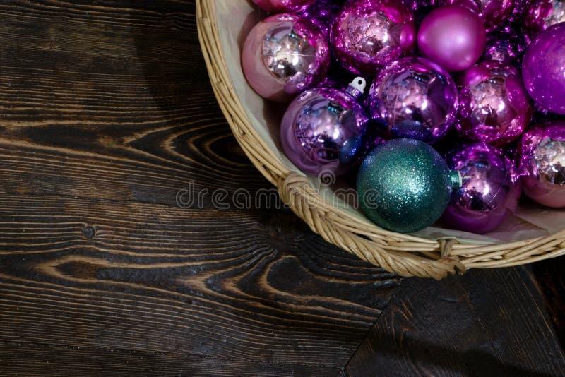 Украшения рождества с плюшевыми мишками на рождественской елке стоковая фотография