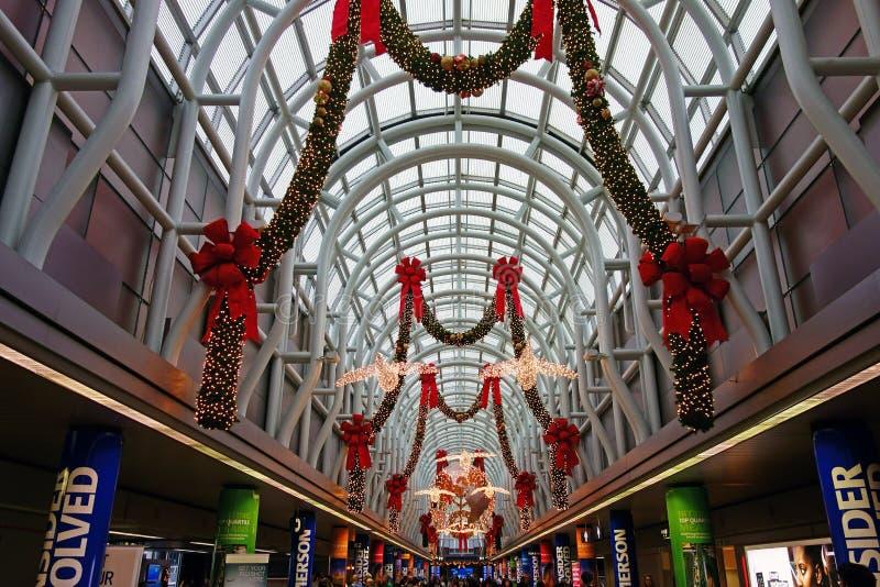 Украшения рождества, авиапорт O'Hare, Чикаго стоковые фотографии rf