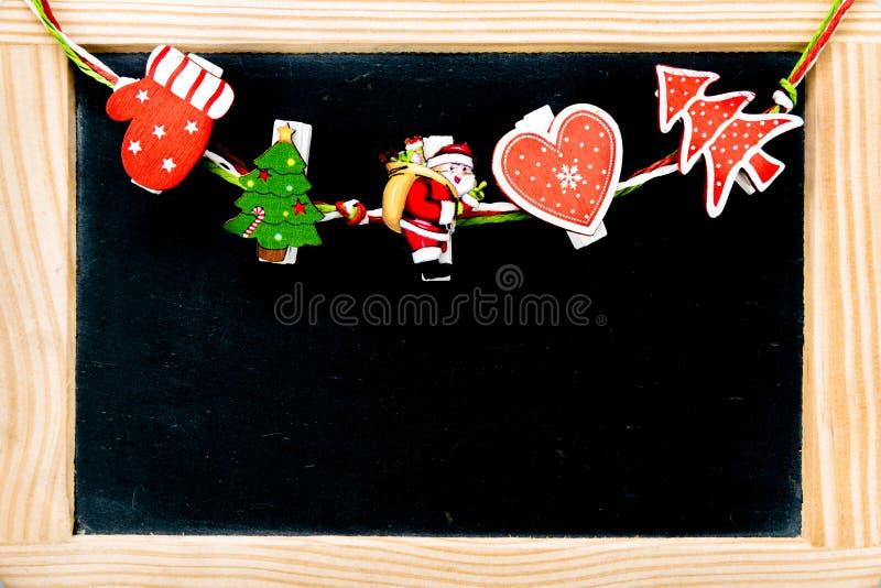 Украшения рождества над винтажной доской с деревянной рамкой стоковая фотография rf