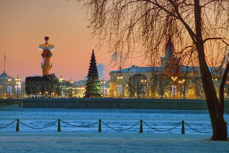 Украшения рождества Санкт-Петербурга, России на Vasilyevsky стоковая фотография