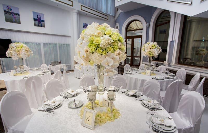 Украшения таблицы свадебного банкета стоковые фото