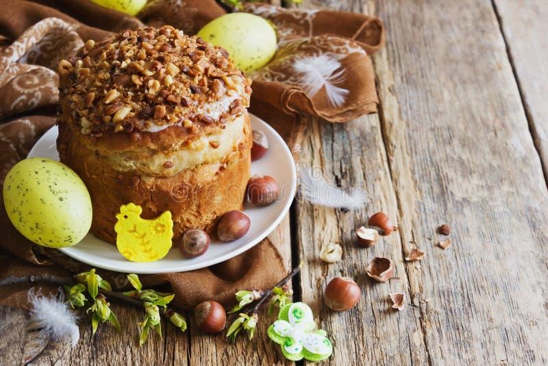Украшения торта и праздника пасхи стоковое изображение
