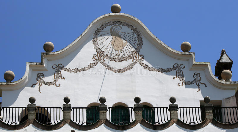 Украшенные солнечные часы на парке Guell стоковое изображение