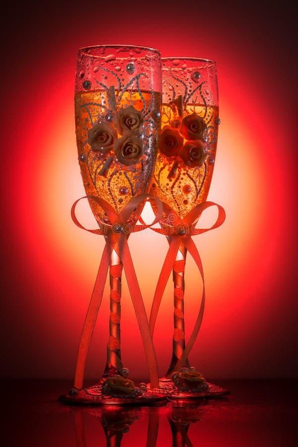 Украшенные wedding рюмки шампанского стоковая фотография