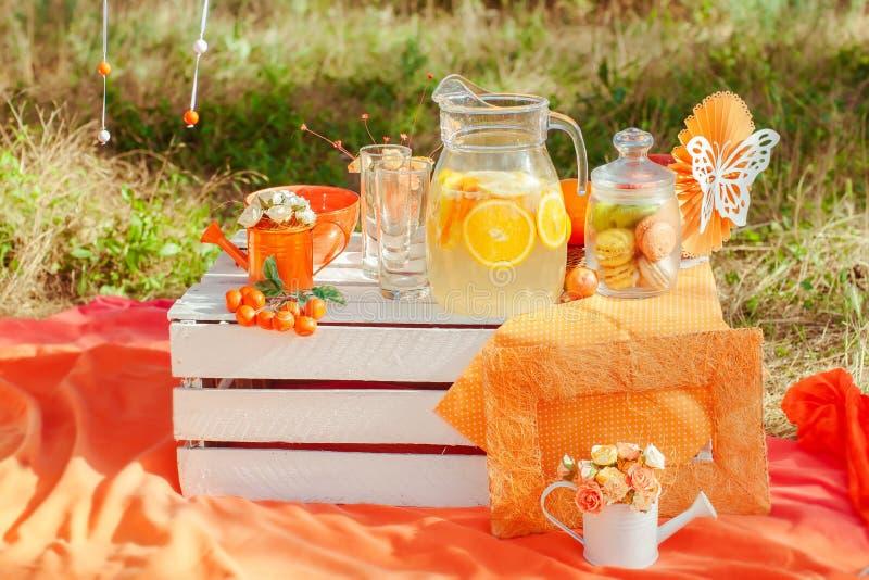 глубокие фотосессия пикник апельсины вашему вниманию открытки