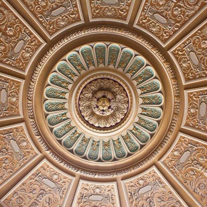 Украшенный потолок дворца стоковая фотография rf