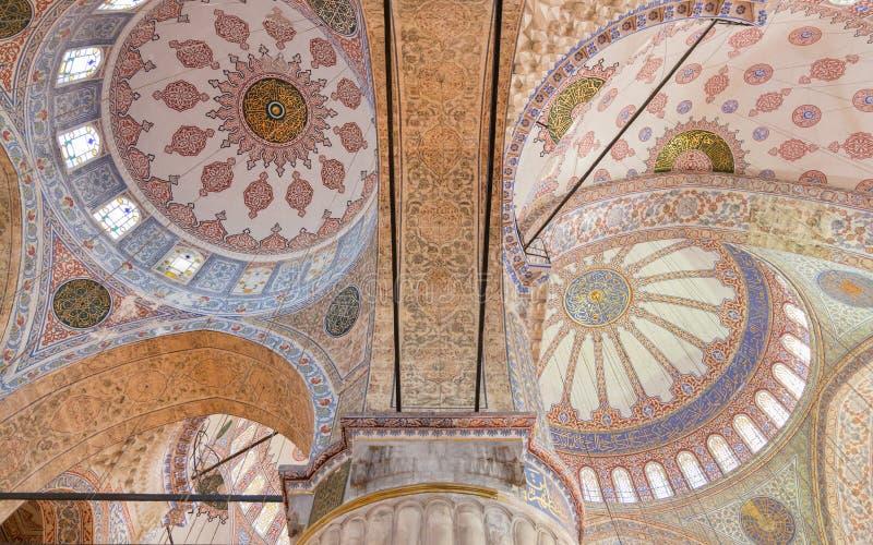 Украшенный потолок в мусульманской мечети, Стамбуле стоковые фотографии rf