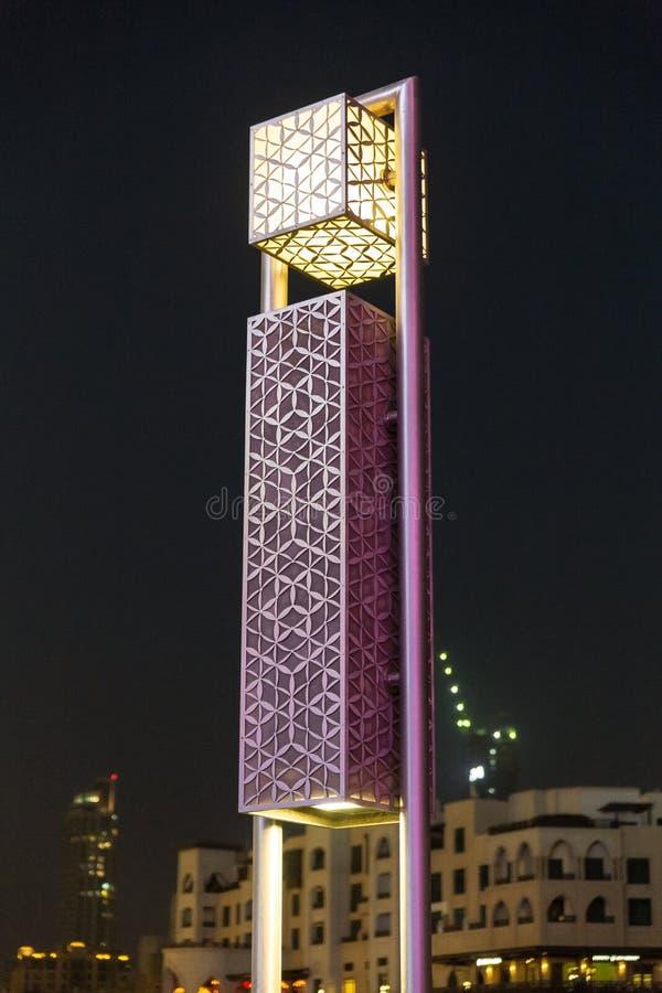 Украшенный столб лампы вокруг зоны Burj Khalifa на Дубай стоковое изображение