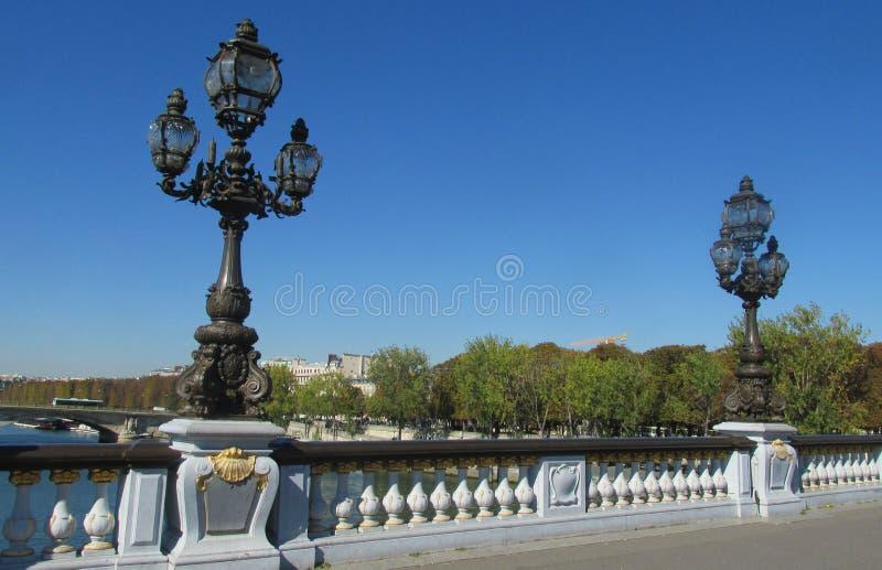 Украшенный уличный свет на мосте в Европе, Париже, Франции стоковые изображения rf