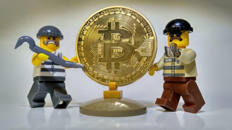 Украдите золотое разбойничество денег Bitcoin стоковая фотография rf