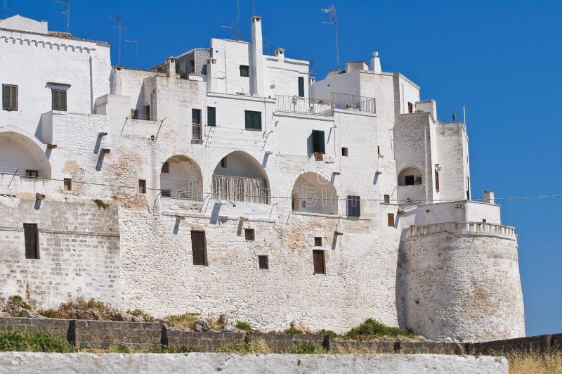 Укрепленные стены. Ostuni. Puglia. Италия. стоковое изображение