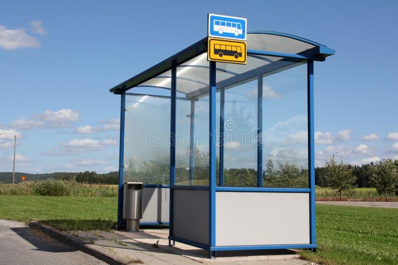 Укрытие автобусной остановки маленького города стоковое изображение