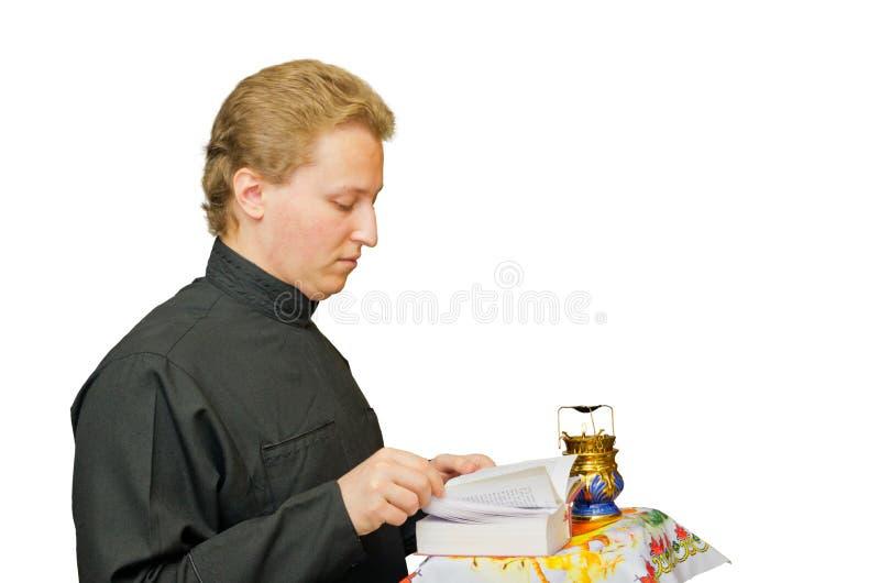 Укрытие молодого человека ища в лорде Иисусе Христосе стоковое фото