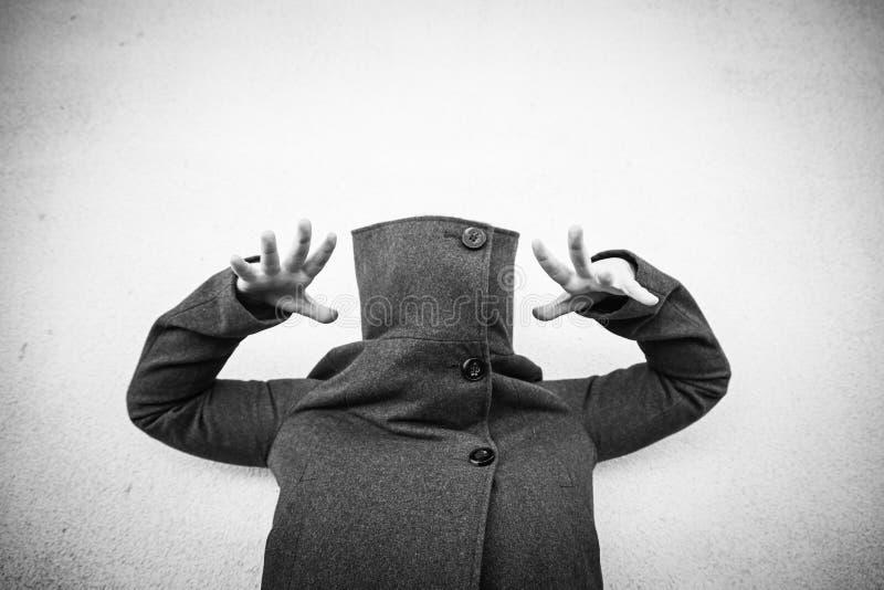 Укрытие спрятанное женщиной стоковое фото rf