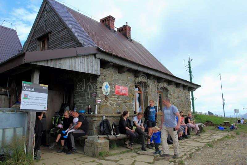 Укрытие Chatka Puchatka в горах Bieszczady, Польша горы стоковое изображение rf