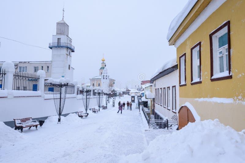 Улица Владимир - город Snowy золотого кольца России стоковая фотография