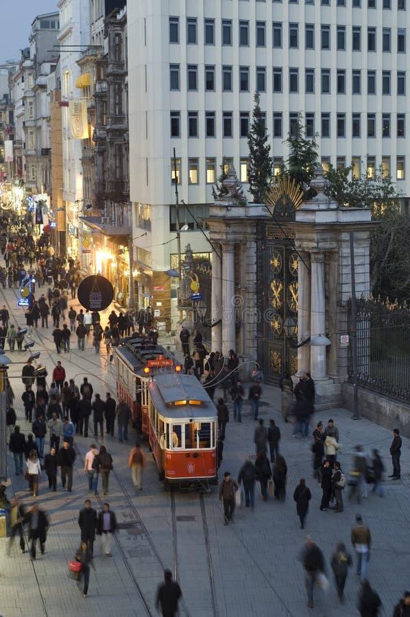 Улица в Beyoglu, Istanbul-Турция Istiklal стоковая фотография rf