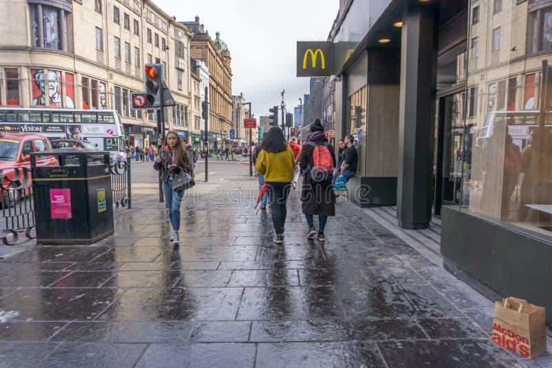 Улица Глазго Argyle занятое с пешеходами и движением стоковые изображения rf