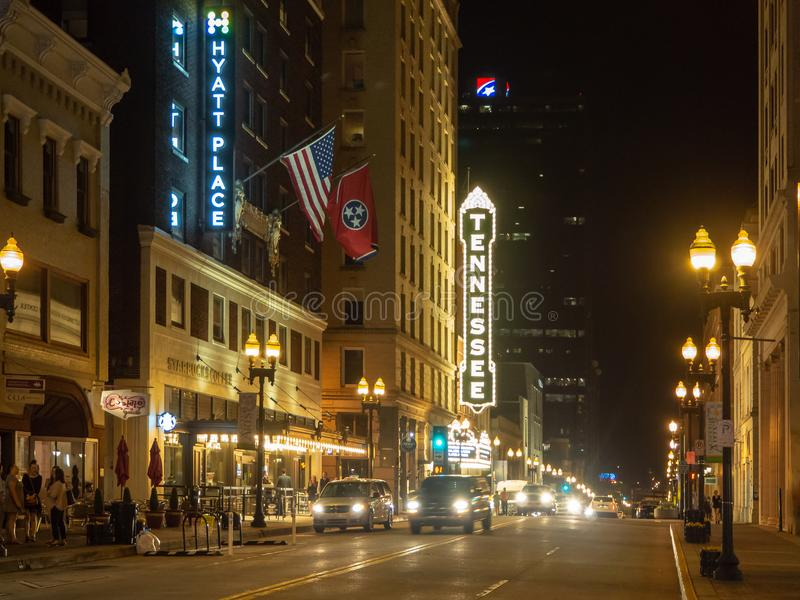 Улица гомосексуалиста, Ноксвилл, Теннесси, Соединенные Штаты Америки: [Ночная жизнь в центре Ноксвилла] стоковое фото rf