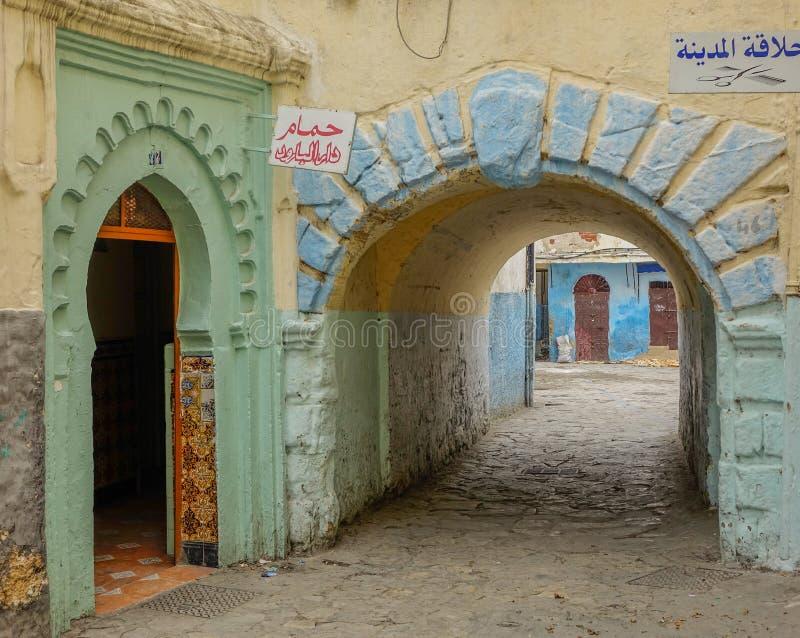 Улица и переходный люк в Medina стоковое фото rf