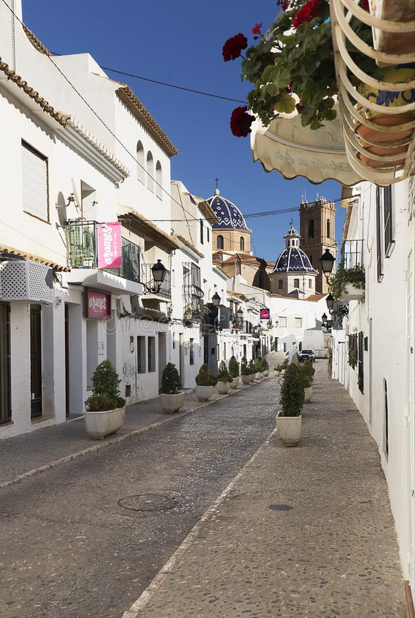 Улица милой деревни Altea стоковые фото