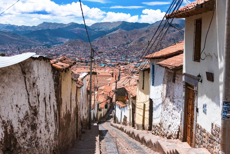 Улица при шаги обозревая крыши Cusco стоковые изображения