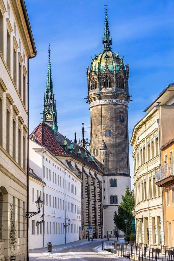 Улица снега весь Ge Schlosskirche Wittenberg церков замка Святых стоковое изображение