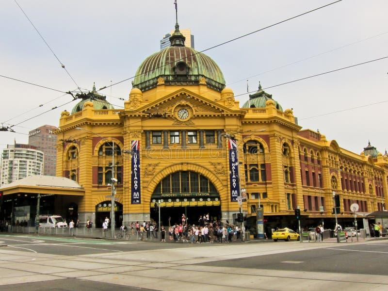 улица станции melbourne flinders Австралии стоковые изображения rf