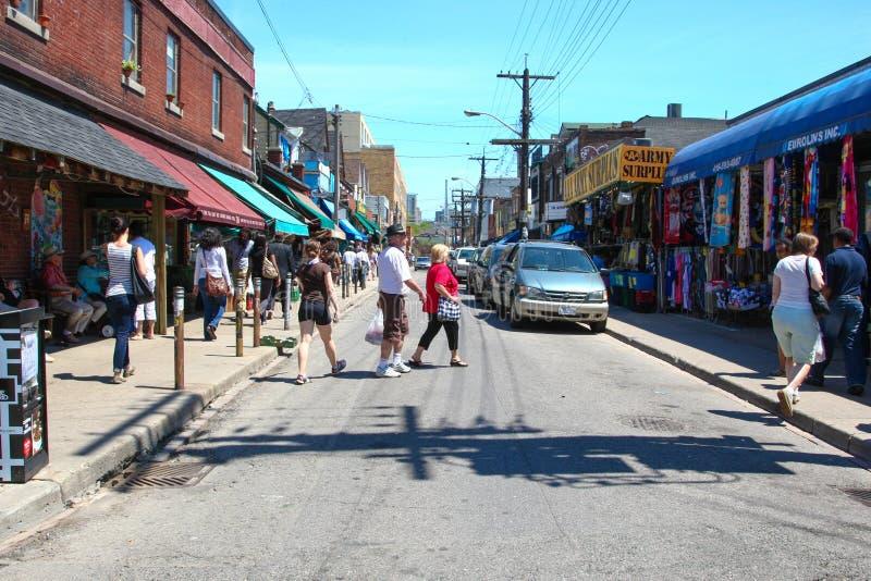 Улица Baldwin в рынке Торонто Kensington стоковые изображения rf