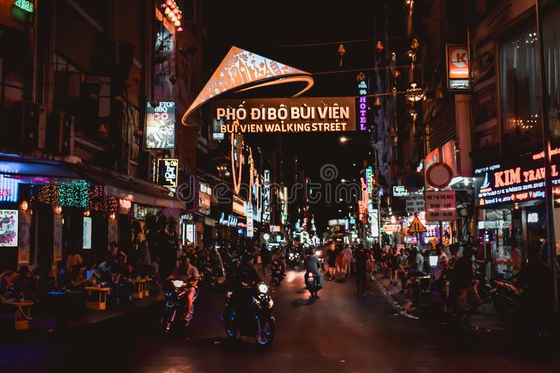Улица Bui Vien идя в Сайгон Хошимин Вьетнам стоковые фотографии rf