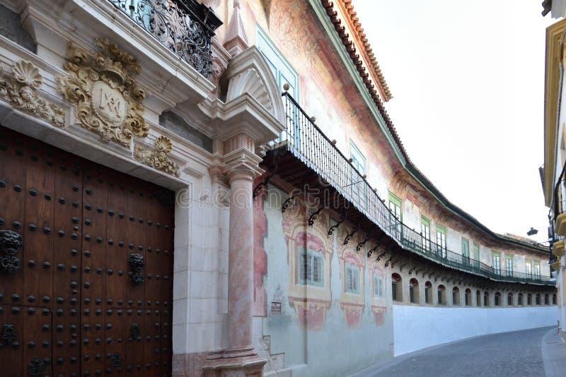 Улица Caballeros, дворец Peñaflor, Ecija, провинция Севилья, Андалусия, Испания стоковая фотография