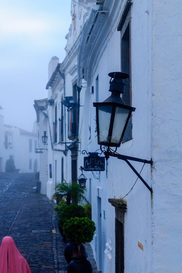 Улица Direita главная улица в Monsaraz стоковые изображения