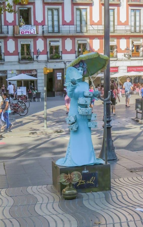 Улица Las Ramblas в Барселоне, скульптурах в реальном маштабе времени ‹â€ ‹â€ стоковое изображение
