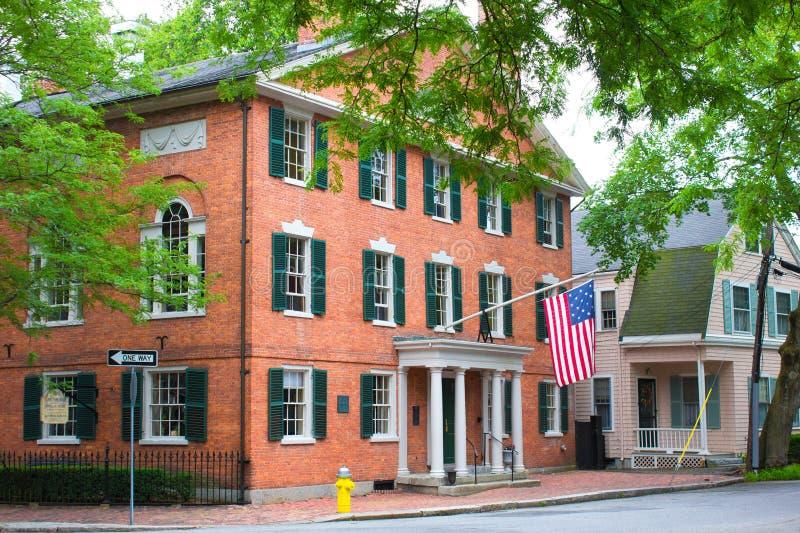 Улица Salem каштана Hamilton Hall стоковая фотография rf
